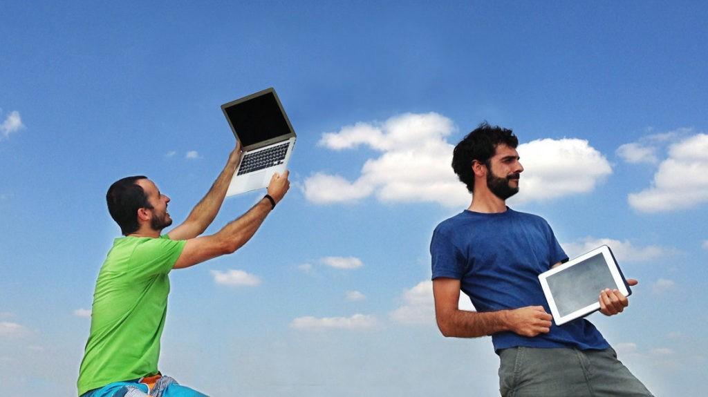 Estos dos chicos te ayudan a conseguir clientes en internet
